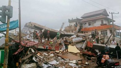 Earthquake hits Indonesia kills at least 35, injures hundreds